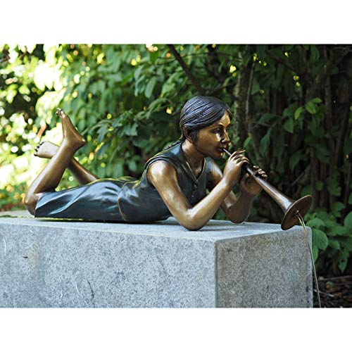 Liegendes fille avec flûte et Gargouille