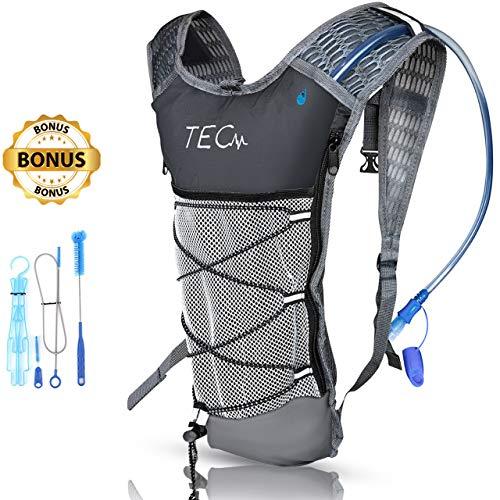 tec+ Isolierter Trinkrucksack & 2 l BPA-freies Wasserpaket für Wandern, Radfahren, Laufen & Outdoor-Aktivitäten. Kompakt und leicht. Bis zu 5 Stunden kühles Wasser + Bonus Reinigungsset + E-Guide