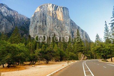 Leinwand-Bild 80 x 50 cm: 'El Capitan road through Yosemite National Park USA', Bild auf Leinwand