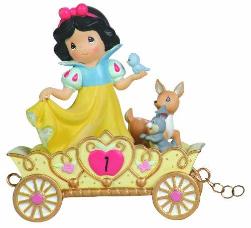 Precious Moments Disney Showcase Collection, May Your Birthday Be die fairste von Ihnen alle, Alter 1, Disney Geburtstag Parade, Figur aus Kunstharz, 104403