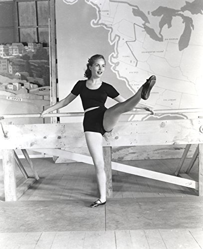 Leg Unitard (The Poster Corp Janet Leigh Posed in Black Linen Unitard and White Belt with Right Leg Raised Forward Photo Print (20,32 x 25,40 cm))
