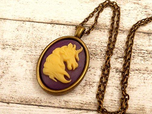 Halskette mit Einhorn Kamee in lila Fantasy Schmuck
