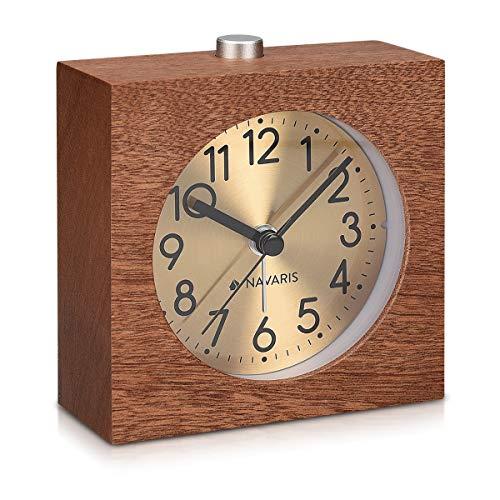 Navaris Despertador analógico - Reloj Cuadrado de Madera con luz - Despertador Retro con función repetición - En marrón Oscuro con Fondo Dorado