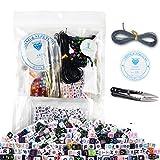 800 Stück 4 Farbe Buchstabenperlen zum Fädeln bunten Perlen A-Z Cube Perlen mit 1 Fadenschneider 1 schwarze Schnur und 1 Seidenfaden für Würfelperlen geeignet für Armbänder Auffädeln, Halsketten, Schlüsselanhänger und Kinderschmuck