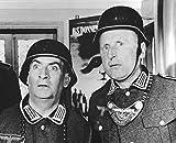 Photographie noir et blanc de Louis De Funes et Bourvil dans le film La Grande Vadrouille (24x30 cm)