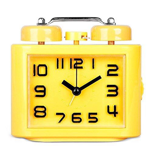 Hense nicht Silent Quarz Analog Nachttisch Twin Bell Wecker 3D arabische Ziffern mit lautem Alarm und Nachtlicht HA06 gelb