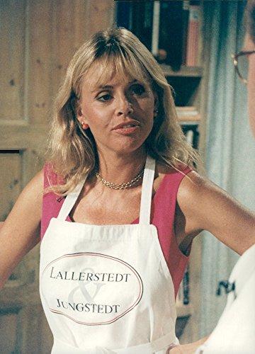 vintage-photo-of-actress-britt-ekland-visits-lallerstedt-and-jungstedt-on-tv3