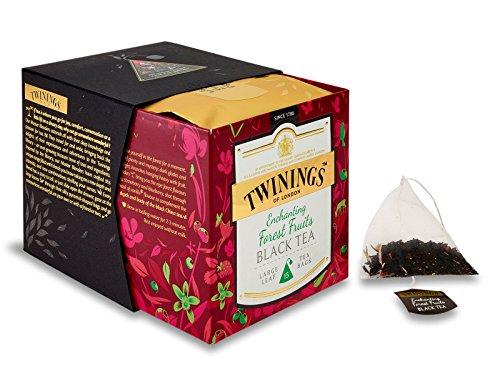 Twinings Platinum - Enchanting Forest Fruits Black Tea - Schwarzer chinesischer Tee gewürzt mit Beeren und Vanille mit Stücken der Erdbeere und der Rosen-Kornblume - 15 Pyramid Sachets in Seide -