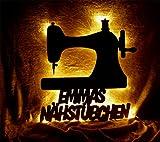 Schlummerlicht24 Nachtlicht Nähmaschine Nähstube mit Name nach Wunsch, ideales Geschenk für Näherin Hobbynäherin