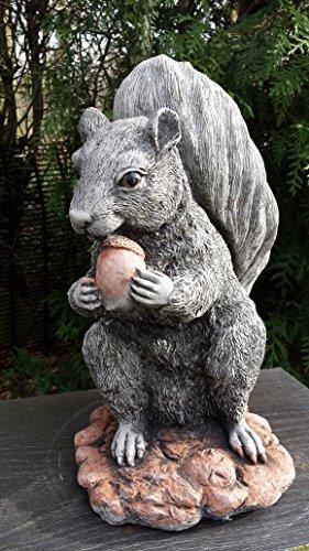 Statue en pierre écureuil et gland Pour décoration de jardin