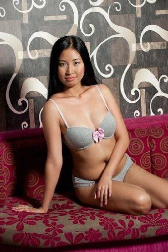 Enticing Performance of a Pretty Girl (Sensual Asian Strip Tease Book 7) (English Edition)