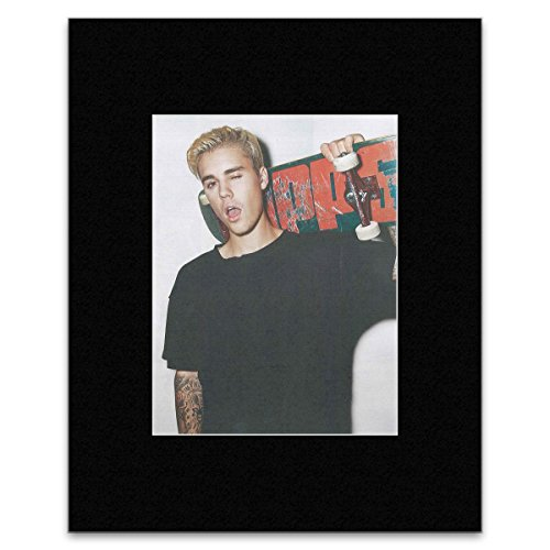 NME Mini-Poster Justin Bieber - Posing with His Skateboard, 40,5 x 30,5 cm