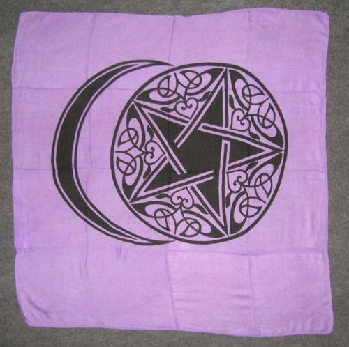 crescent-moon-pentagram-altar-tarot-panno