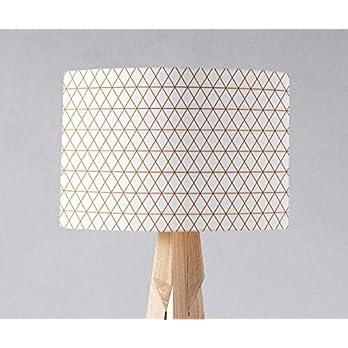 Weißer Lampenschirm mit einem kupfernen geometrischen Muster