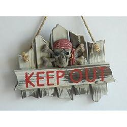 """Letrero para puerta de madera de estilo marinero, diseño pirata y con el texto en inglés """"KEEP OUT"""""""
