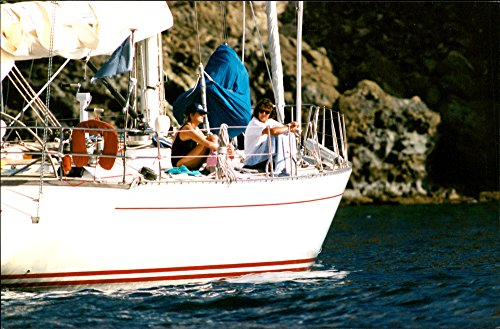 vintage-photo-of-princess-diana-with-her-friend-catherine-soames-aboard-a-yacht