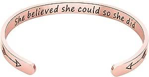 """Jeracol - Bracciale rigido con incisione """"Never Give Up"""", in acciaio INOX, con incisione """"Never Give Up"""", regalo personalizzato per mamma, figlia, adolescenti"""