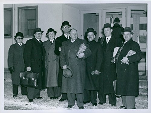 vintage-photo-of-six-danish-men-arrived-with-aeurotransports-glad-to-study-the-blackout-in-stockholm