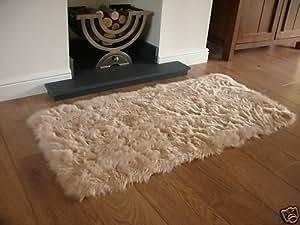 Beige en peau de mouton Deep Pile Soft fausse fourrure Taille Tapis 70cm x 140cm