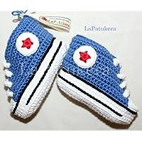 Patucos para bebé de crochet, Unisex. Estilo converse all star, de color azul vaquero, 100% algodón, tallas de 0 hasta 9 meses, hechos a mano en España.
