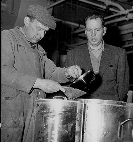 vintage-photo-of-factory-gunnar-fernstrom-with-rune-lindgren-in-becker