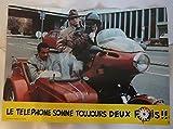 Série publicitaire complète de 12 photos couleurs (22 cm x 30,5 cm) de Le téléphone sonne toujours deux fois (1984), film réalisé par Jean-Pierre Vergne avec Didier Bourdon, Seymour Brussel, Bernard Campan, etc. – Bon état.