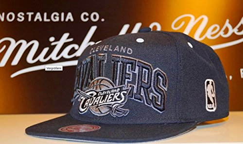 Mitchell and Ness NBA Cleveland Cavaliers Black White Grey Snapback Cap EU074