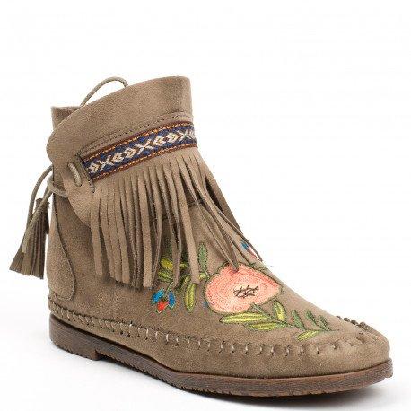 Ideal Shoes - Bottines effet daim avec broderies et franges Abbie Taupe
