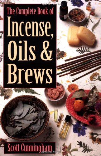 The Complete Book of Incense, Oils and Brews (Llewellyn's Practical Magick) por Scott Cunningham