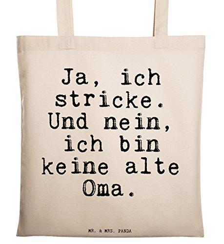 """Mr. & Mrs. Panda Tragetasche mit Spruch \""""Ja, ich stricke. Und nein, ich bin keine alte Oma.\"""" - 100{be1146af99801284391489d7e2cddf3d022a413be2ce61ed3b0de0202790b6f3} handmade aus Baumwolle - Tragetasche, Tasche, Beutel, Jutetasche, Bag, Jutebeutel, Einkaufstasche, Motiv, Spruch, bedruckt, Druck häkeln, Stricken, Oma, Hobby, Handmade, Häkeltante Spruch Sprüche Lustig Spass Geschenk Geschenkidee Zitate"""