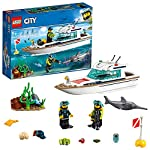 LEGO City Great Vehicles Yacht per Immersioni Subacquee con Minifigure dei Sub, Creature Marine e Pescespada, Set per Bambini dai 5 Anni in su, 60221  LEGO