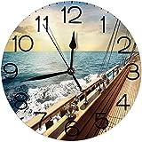 Silenzioso orologio da parete antigraffio al quarzo da 10 pollici decorativo rotondo, barca a vela yacht sul mare ondulato al tramonto foto viaggio avventura rilassante vacanza