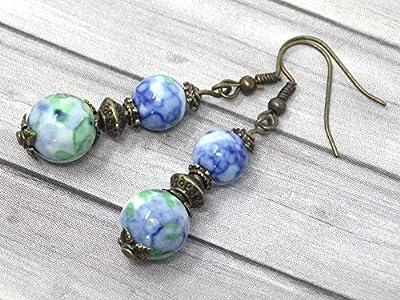 Boucles d'oreilles pendantes en bronze avec perles de jade blanc teinté en bleu et vert