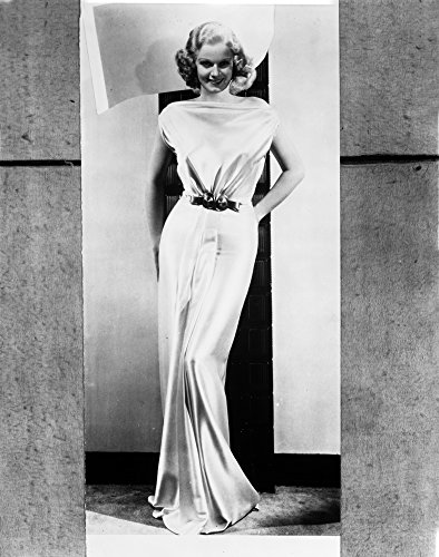 The Poster Corp Jean Harlow Posed in White Gathered Bodice Silk Shoulder Dress and Waist Belt with Straight Skirt and Pleated Bottom Photo Print (20,32 x 25,40 cm) -