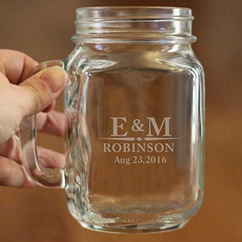 Hochzeit Party Favor Mason Jar Laser Gravur personalisiert Mason Jar Becher Glas Tasse für Paar Braut und der Bräutigam anrösten Gläser 16Oz Custom Namen und Datum auf Jar Tasse