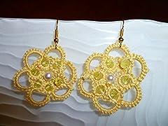 Idea Regalo - Orecchini al chiacchierino a fiore gialli con svarovski gialli e perle bianche