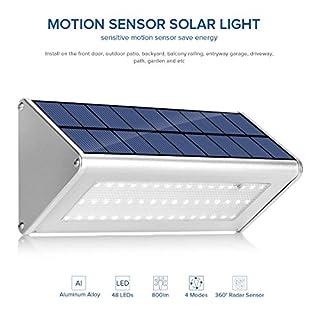 TMKOO 48 LED Aluminium Gehäuse Solar Wandleuchte mit Mehr als 180°Radar Bewegungssensor 4 Lichtmodi, Wasserdicht Kabellos Sicherheitslicht für Garten, Tierschuppen, Dunkler Pfad [Energieklasse A+]