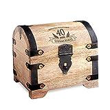 Casa Vivente Schatztruhe mit Gravur - Zum 40. Geburtstag - Personalisiert mit Namen - Aufbewahrungsbox aus hellem Holz - Verpackung für Geld und Gutscheine - Geschenkidee für Männer und Frauen