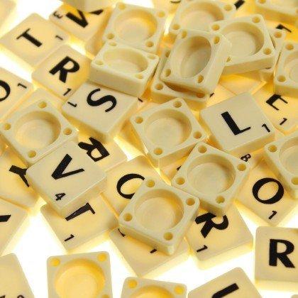 London Heritage Scrabble-Kacheln, elfenbeinfarben mit schwarzen Buchstaben, Kunst & Bastelarbeiten, Brettspiele