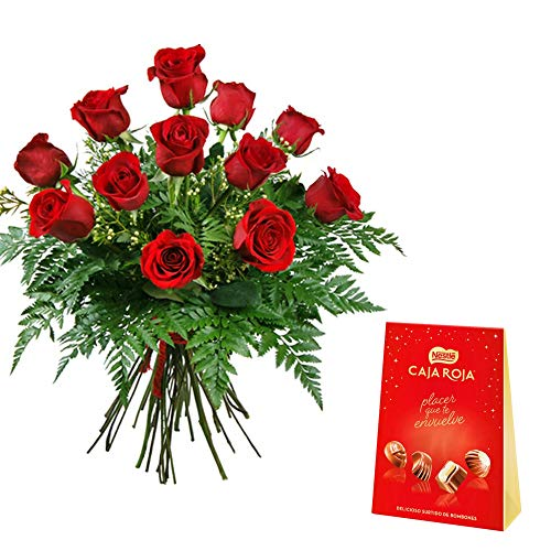 Ramo de 12 rosas rojas naturales frescas, con verde ornamental + caja roja de nestlé 100 gramos Añade tu dedicatoria personalizada.