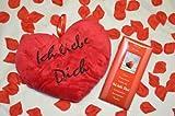 ## 66 Geschenkset: Herzkissen Ich liebe Dich ca. 35 cm, 100 gr. Schokolade Liebesmotiv, ca. 100 rote Rosenblätter