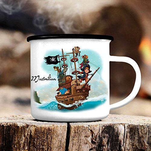 """Campingbecher """"Piratenbande"""" mit Papagei und Affen auf einem Piratenschiff mit WUNSCHNAMEN von Wandtattoo-Loft® / Emaille Tasse / BITTE TEILEN SIE UNS DEN WUNSCHNAMEN IM ANSCHLUSS DER BESTELLUNG MIT!! / Becher mit Motiv / schwarzer Tassenrand"""