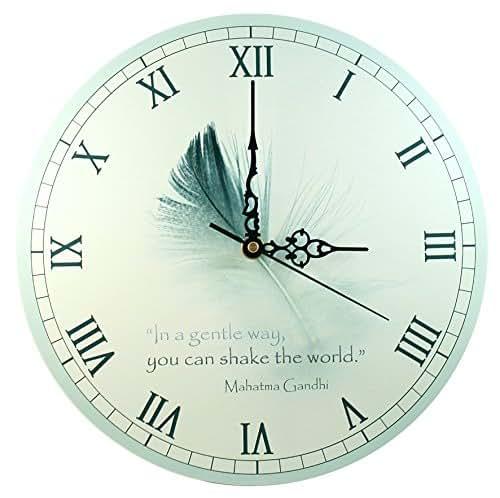"""Orologio da Parete – """"In Modo Dolce, si può Scuotere il Mondo – Mahatma Gandhi"""" (28 cm)"""