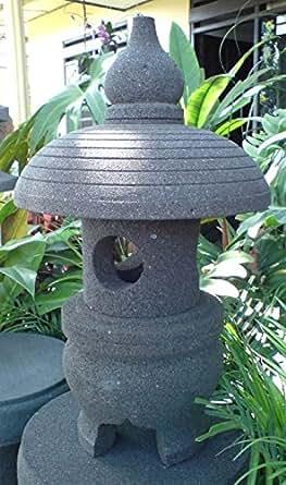 Lanterne japonaise lanterne japonnais en pierre de lave 55 for Lanterne jardin zen