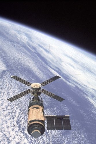 NASA Skylab 1974 (For the Love of Outer Space): Blank 150 page lined journal for your thoughts, ideas, and inspiration