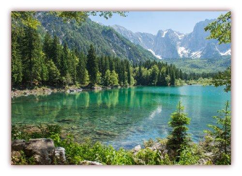 m (S-816) Klarer Gebirgssee umgeben von Nadelwald, im Hintergrund mit imposanten schneebedeckten Gebirgsmassiven (Lieferung gerollt!) (Sommer-poster)