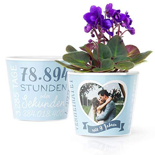 9. Hochzeitstag Geschenk – Blumentopf (ø16cm) | Deko Geschenke zur Keramikhochzeit für Mann oder Frau mit Herz Bilderrahmen für 1 Foto (10x15cm) | Glücklich Verheiratet - 9 Jahre