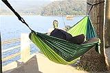 NatureFun Ultraleichte Camping Hängematte / 300kg Tragfähigkeit,(275 x 140 cm) Atmungsaktiv, schnell trocknende Fallschirm Nylon / Enthalten 2 x Premium Karabinerhaken 2x Nylonschlingen / Fürs Freie oder einen Innengarten -