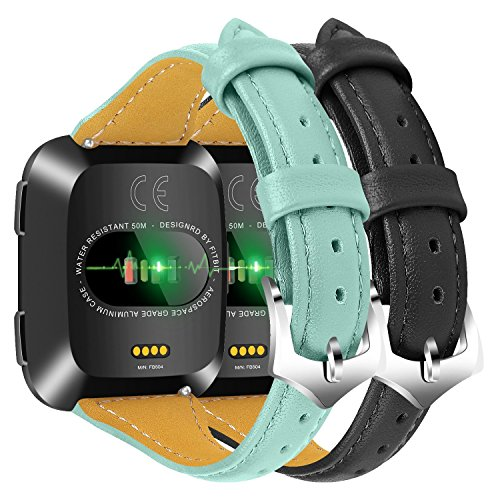 Chofit Fitbit Versa Ersatz Gurt 13cm-20,1cm klein/groß Retro genarbten Leder Band Armband Sport Zubehör Armband für Fitbit Versa Fitness Smartwatch Frauen Herren, 4E - Holzkohle-schleife