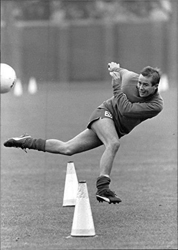 vintage-photo-of-british-footballer-adrian-heath-1986